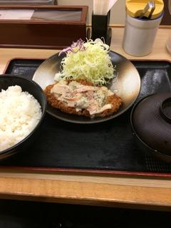 ホワイトソースかけロースカツ定食.jpeg